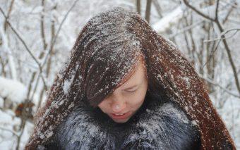 Tratamente pentru păr în sezonul rece. Cum îți îngrijești părul pe timp de iarnă