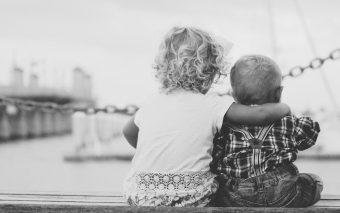 Metode prin care îți ajuți copilul să-și facă prieteni