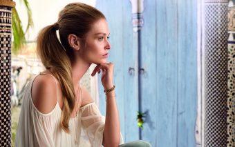 Cool Sleek ponytail – o coafură actuală în doar câteva minute