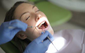 Dinții în sarcină - mic ghid de sănătate dentară pe timp de pandemie