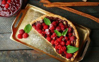 Tartă cu zmeură sau fructe roșii și cremă de lămâie