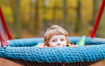 Cum să crești un copil sociabil? 8 sfaturi pentru a-i îmbunătăți abilitățile sociale