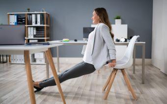 Mișcare la locul de muncă. Iată 12 moduri inteligente de a face mișcare la birou