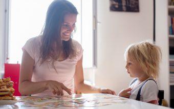 Copiii bilingvi. Care sunt avantajele bilingvismului?