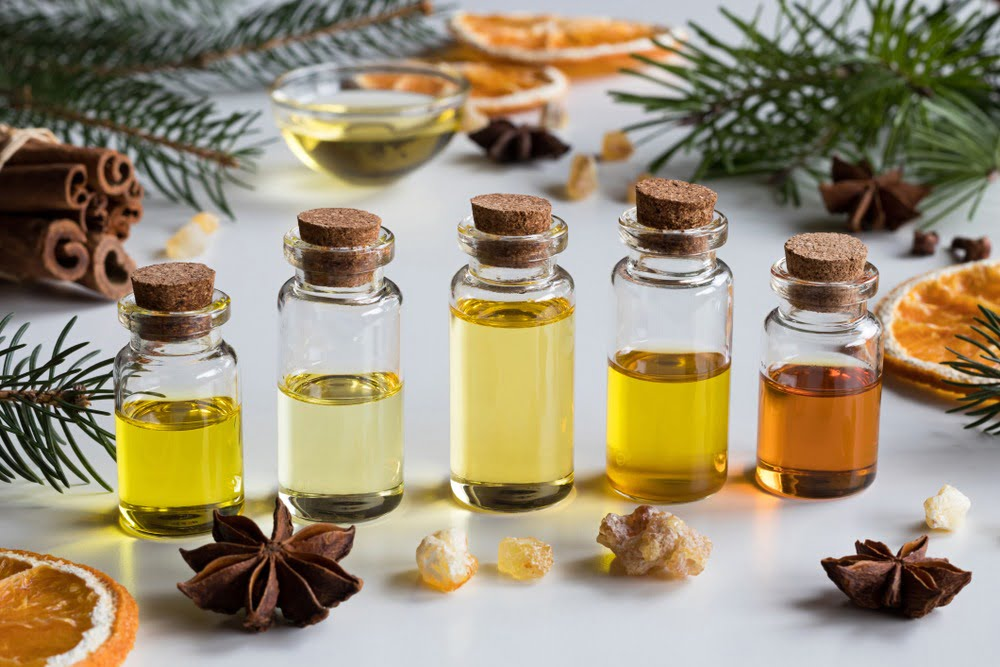10 uleiuri esențiale de Crăciun