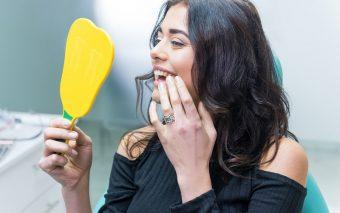 Implanturi dentare la modă