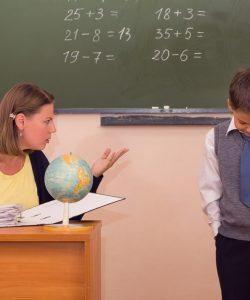 Copilul tău e certat mereu de profesor? Ce să faci în acest caz?