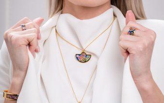 Vă prezentăm cea mai nouă colecție de bijuterii cu email al unui Klimt plin de viață.