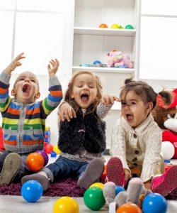 O casă sănătoasă pentru copil depinde de curățenie, temperatură și umiditate