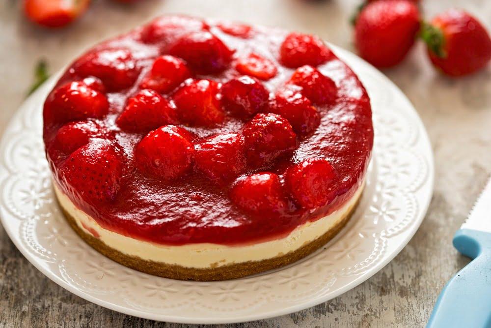 Cheese cakes cu căpșuni și zmeură Un desert pe placul tuturor