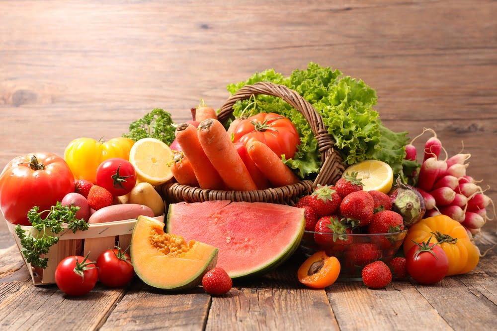 Fructe și legume de mai-iunie. Ce cumpărăm?