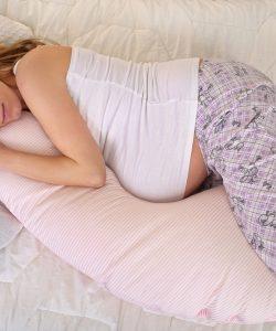 Cum să dormi în timpul sarcinii? Iată cele mai sigure poziții din ultimul trimestru