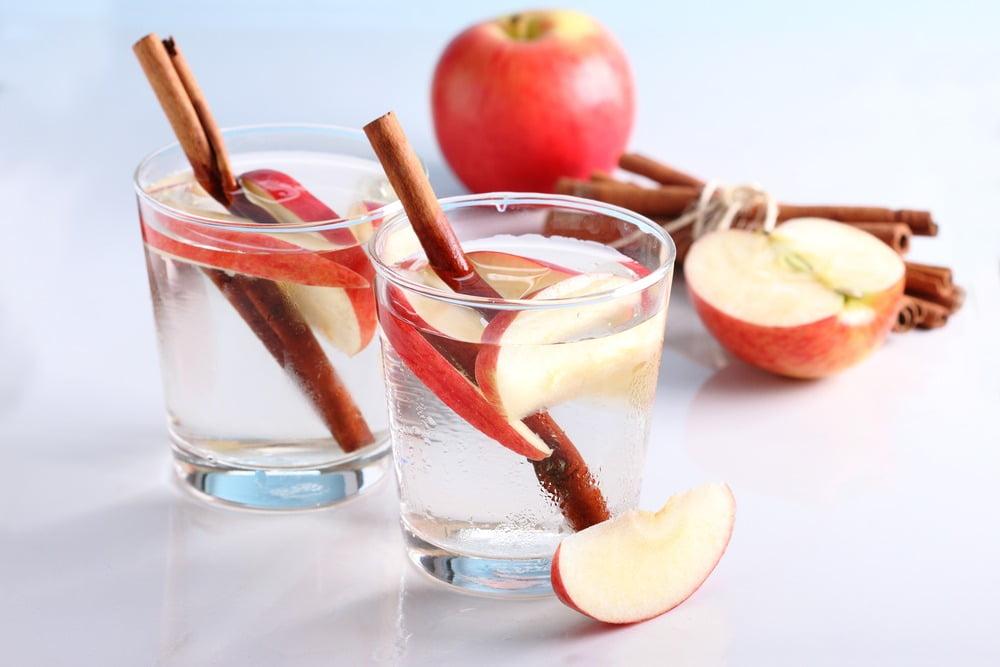 Apă cu scorțișoară. 10 motive să bei zilnic