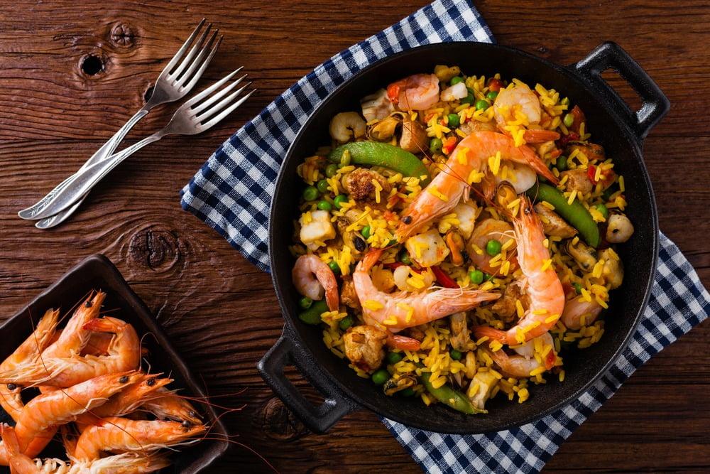 Paella cu creveți – preparat tradițional cu orez