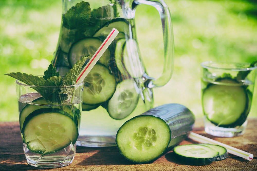 Apă de castravete: descoperă beneficiile acestei băuturi!