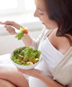 Mănâncă sănătos în timpul sarcinii! Este foarte important!