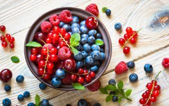 8 motive pentru care să consumi fructe de pădure