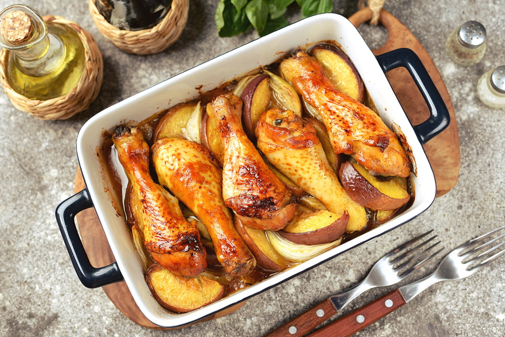 Pulpe de pui cu mere la cuptor... stropite cu cidru