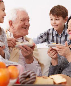 Respectul față de persoanele în vârstă. Cum îi înveți pe copii să-i respecte pe cei mai în vârstă?