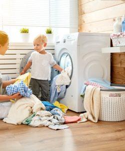 Copiii și treburile casnice. Iată cum pot fi implicați copiii în gospodărie